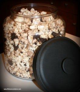 YummyOreoPopcorn in Montana Jar