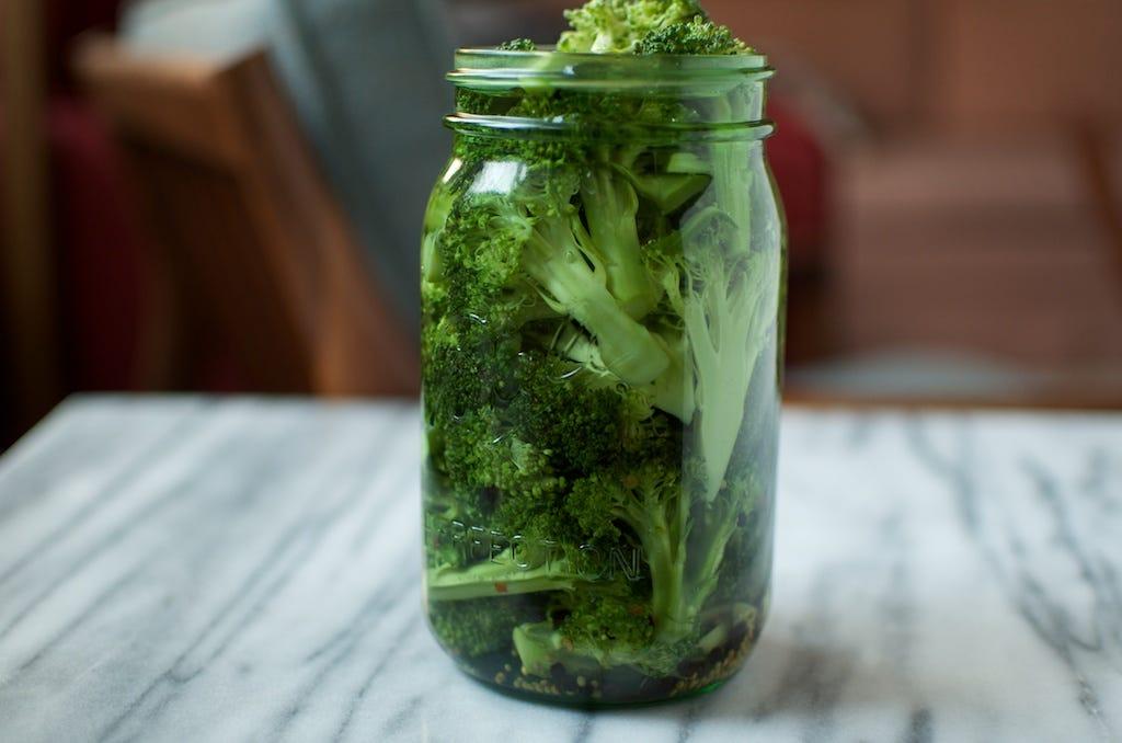 Pickled broccoli - Food in Jars