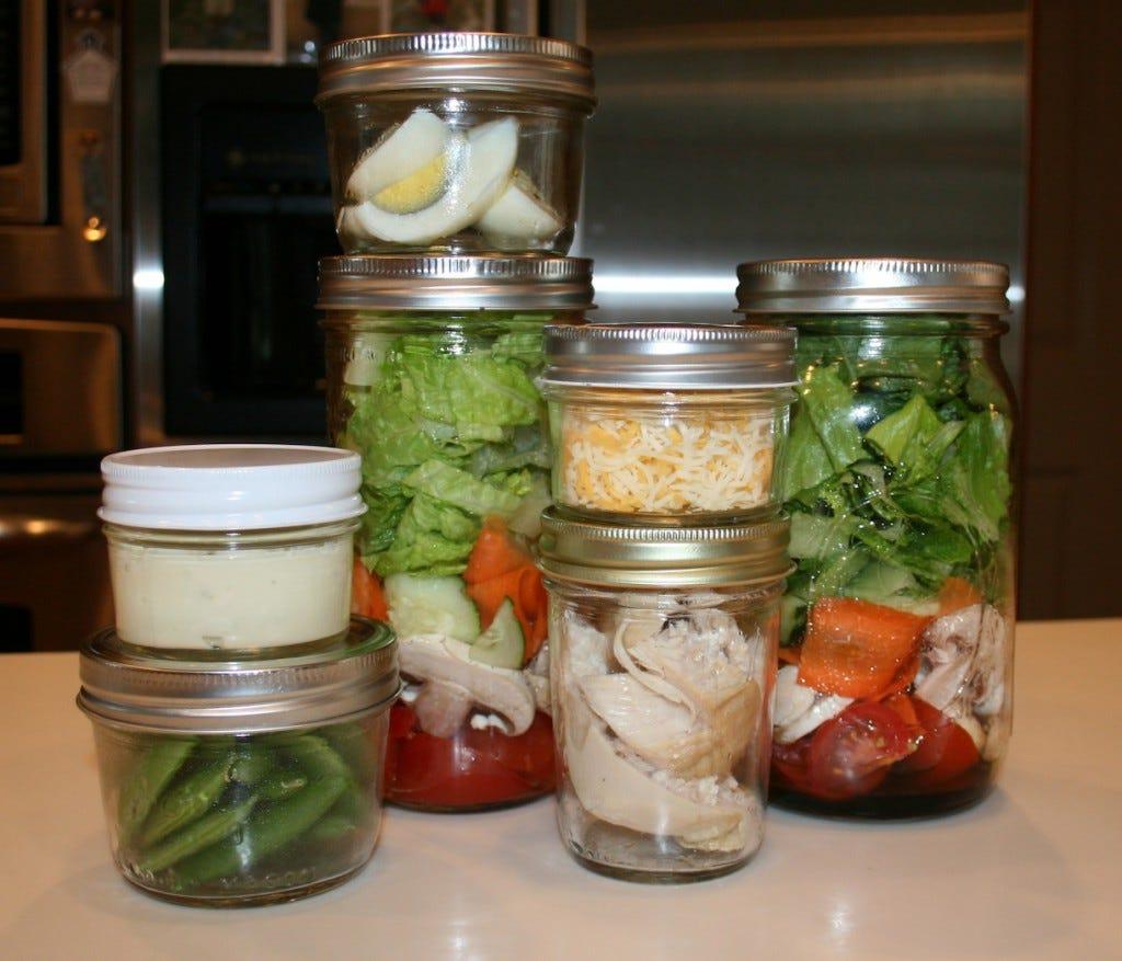 SaladLunchesInJars